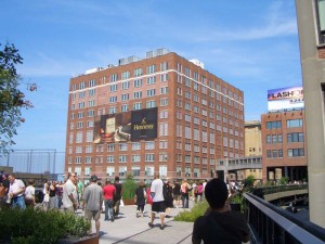 前方に見えるのは、Chelsea Market Building。