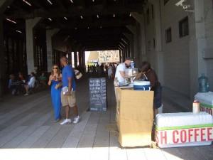 チェルシーマーケットの建物の下には、キオスクのカフェでコーヒーやクッキー等を販売していました。