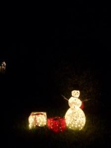 雪ダルマとギフトボックスのクリスマスライティング