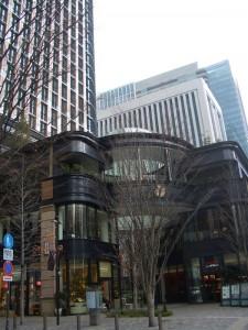 丸の内ブリック・スクエアの入り口にあるアネックスと呼ばれるビルディング。