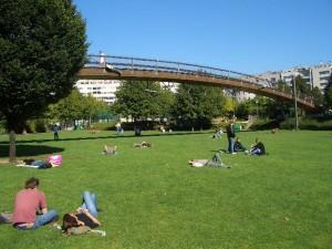 Promenade Plantée Park 芝生と橋